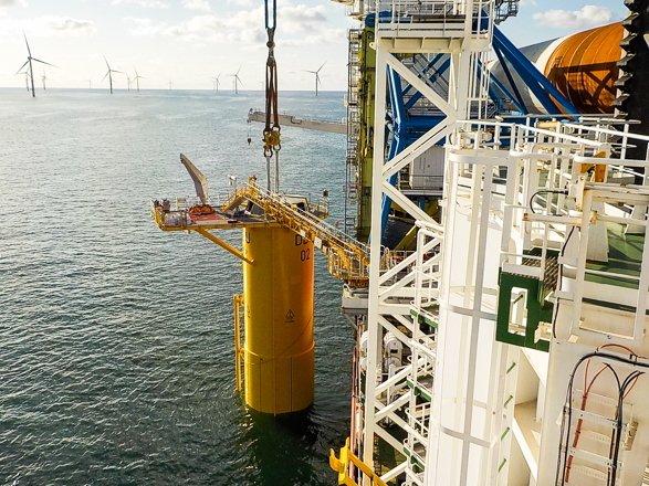 Van Oord installs first foundation Deutsche Bucht