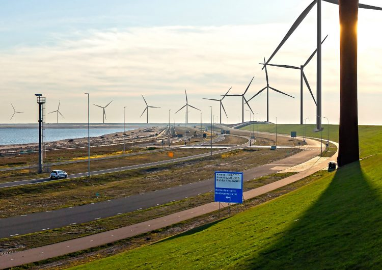 Rijkswaterstaat and Eneco sign agreement for first subsidy-free onshore wind farm