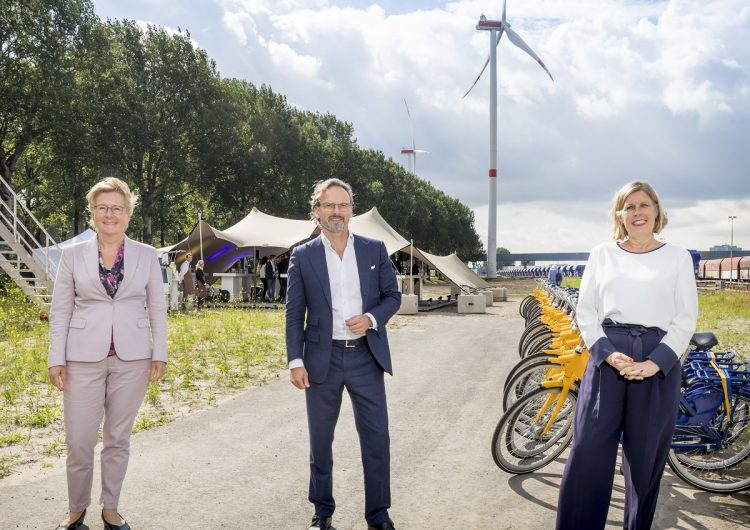 Vattenfall, ProRail and NS open Nieuwe Hemweg wind farm in Amsterdam